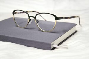 glasses used to read