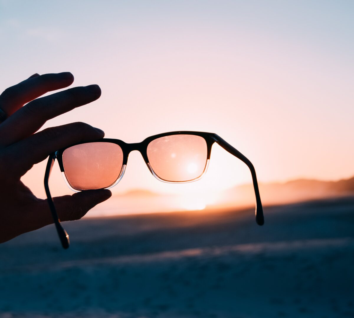 What does polarized sunglasses mean?